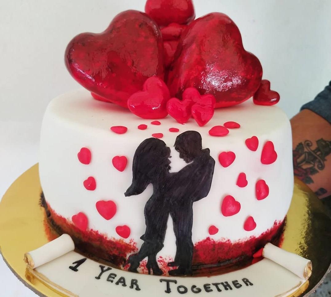 Το ζευγάρι του Power Of Love γιόρτασε την πρώτη του επέτειο με αυτή την εντυπωσιακή τούρτα!