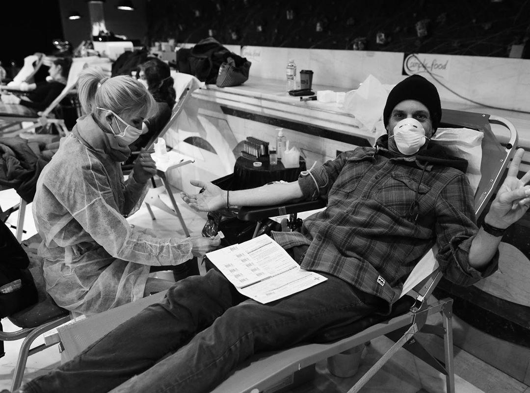 Γιώργος Χρανιώτης: Δίνει αίμα και μας προτρέπει να το κάνουμε και μεις! | tlife.gr