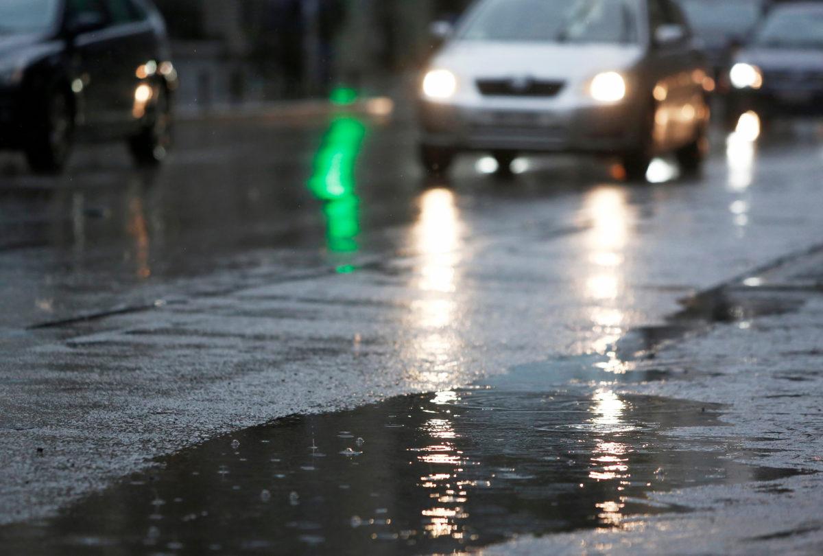 Καιρός αύριο: Επιμένουν οι καταιγίδες, τα χιόνια και το κρύο   tlife.gr