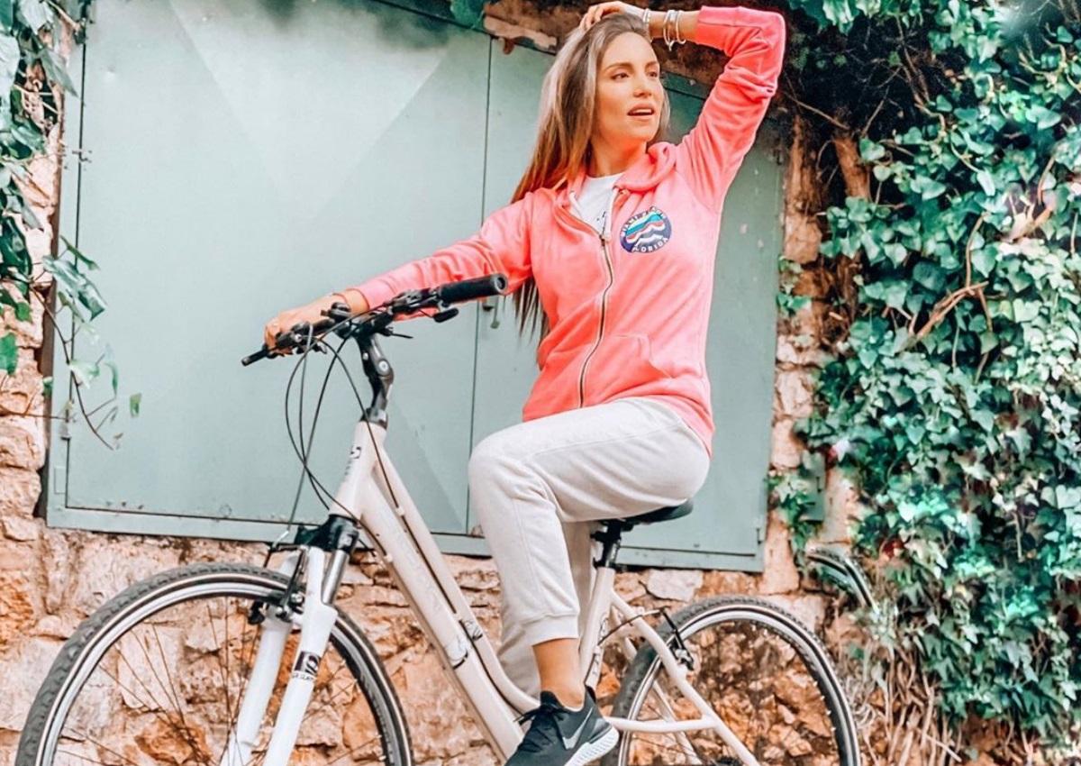 Αθηνά Οικονομάκου: Η ποδηλατάδα στη γειτονιά της και οι μαγειρικές της ικανότητες που μας ξάφνιασαν! [pics]