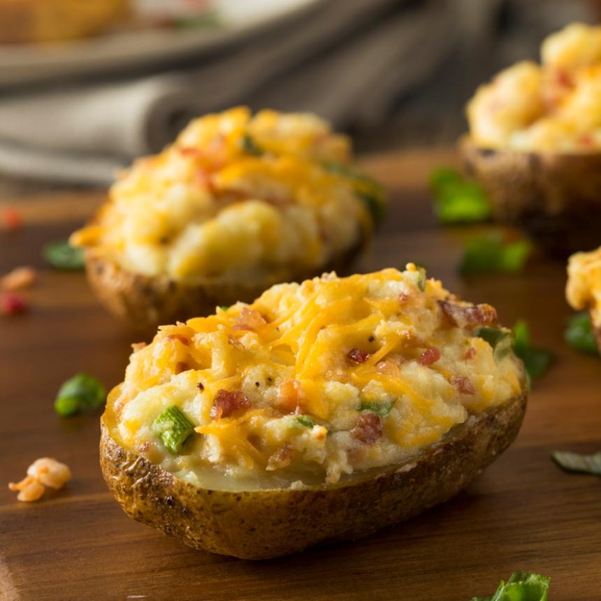 Συνταγή για ψητές πατάτες με τυρί κρέμα και μπέικον