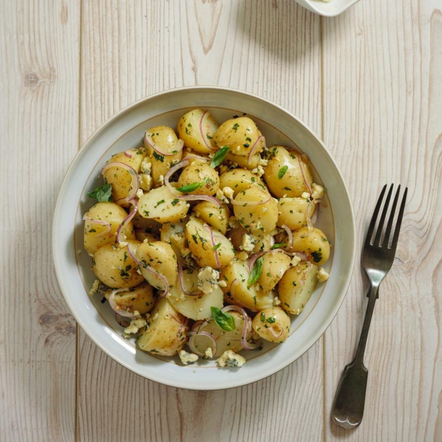 Συνταγή για δροσερή πατατοσαλάτα με γιαούρτι