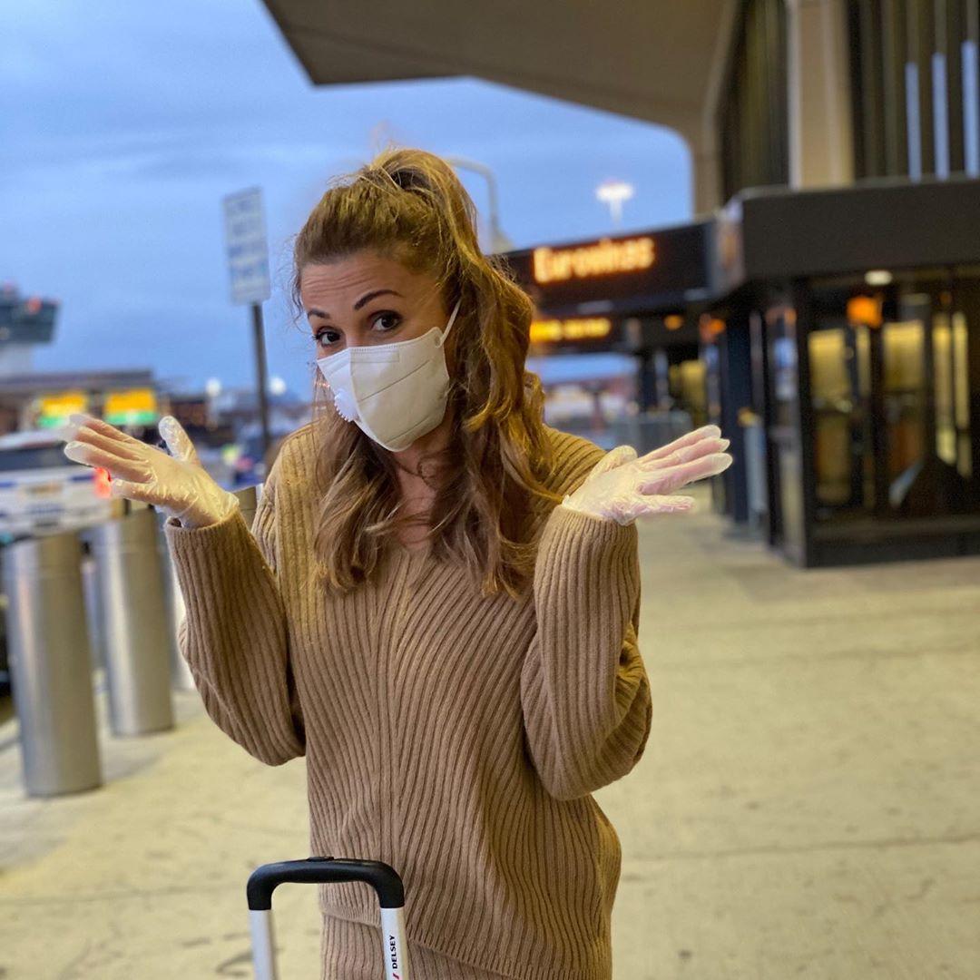 Στέλλα Καλλή: Σοκαρισμένη επέστρεψε, από την Νέα Υόρκη! Φωτογραφίες από το άδειο αεροδρόμιο