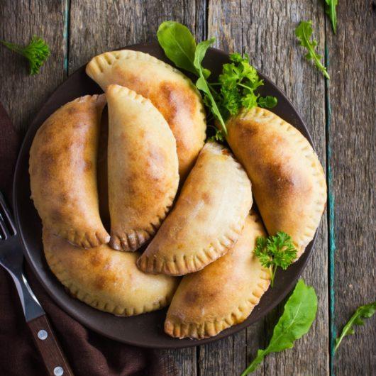 Συνταγή για σπιτικά τυροπιτάκια κουρού | tlife.gr
