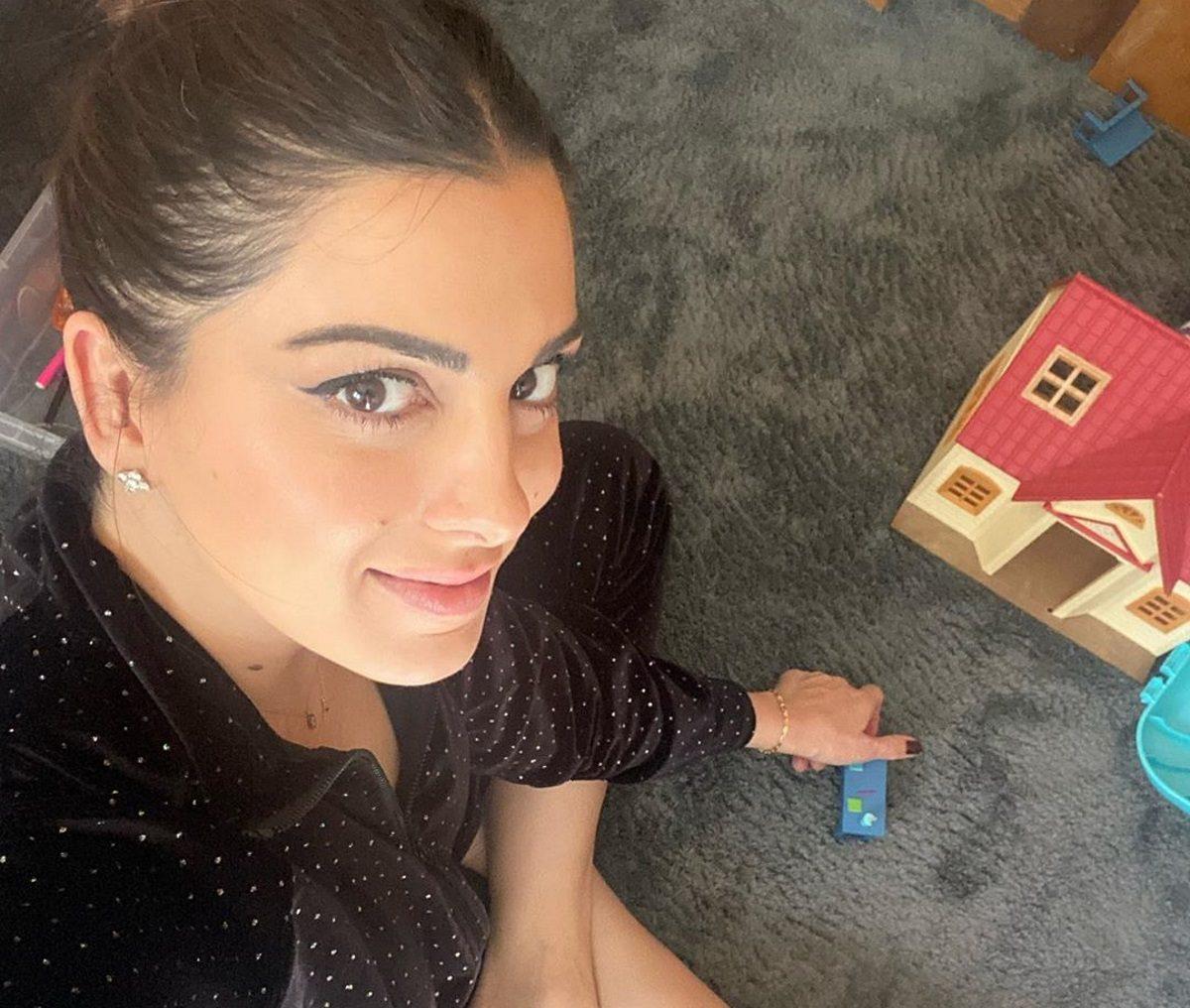 Σταματίνα Τσιμτσιλή: Κάνει γυμναστική στο σπίτι αγκαλιά με τον γιο της! | tlife.gr