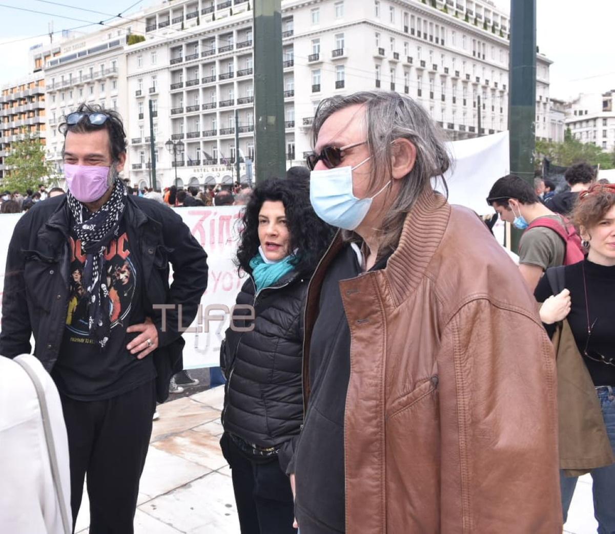 Πλημμύρισε καλλιτέχνες το Σύνταγμα! Φωτογραφίες από τη διαμαρτυρία τους!