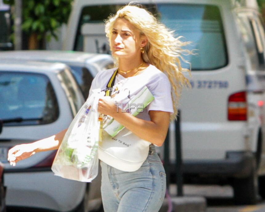 Ιωάννα Τούνη: Για ψώνια στην Θεσσαλονίκη άβαφτη και με νέο ανατρεπτικό hairlook! Φωτογραφίες | tlife.gr