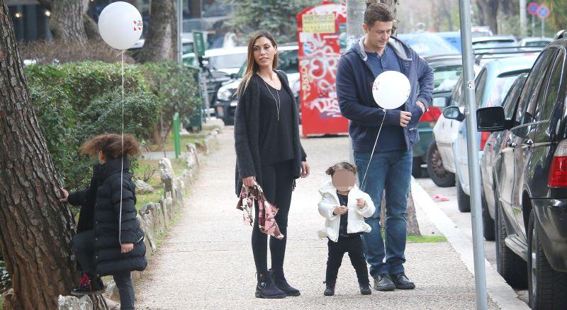 Αντώνης Σρόιτερ: Με την σύζυγό του και τις κόρες τους για ψώνια στα βόρεια προάστια!