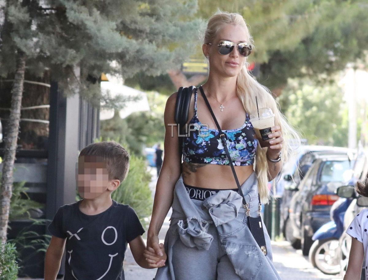 Βικτώρια Καρύδα: Full time μαμά! Οι νέες βόλτες στην Γλυφάδα με τον γιο της – Φωτογραφίες | tlife.gr