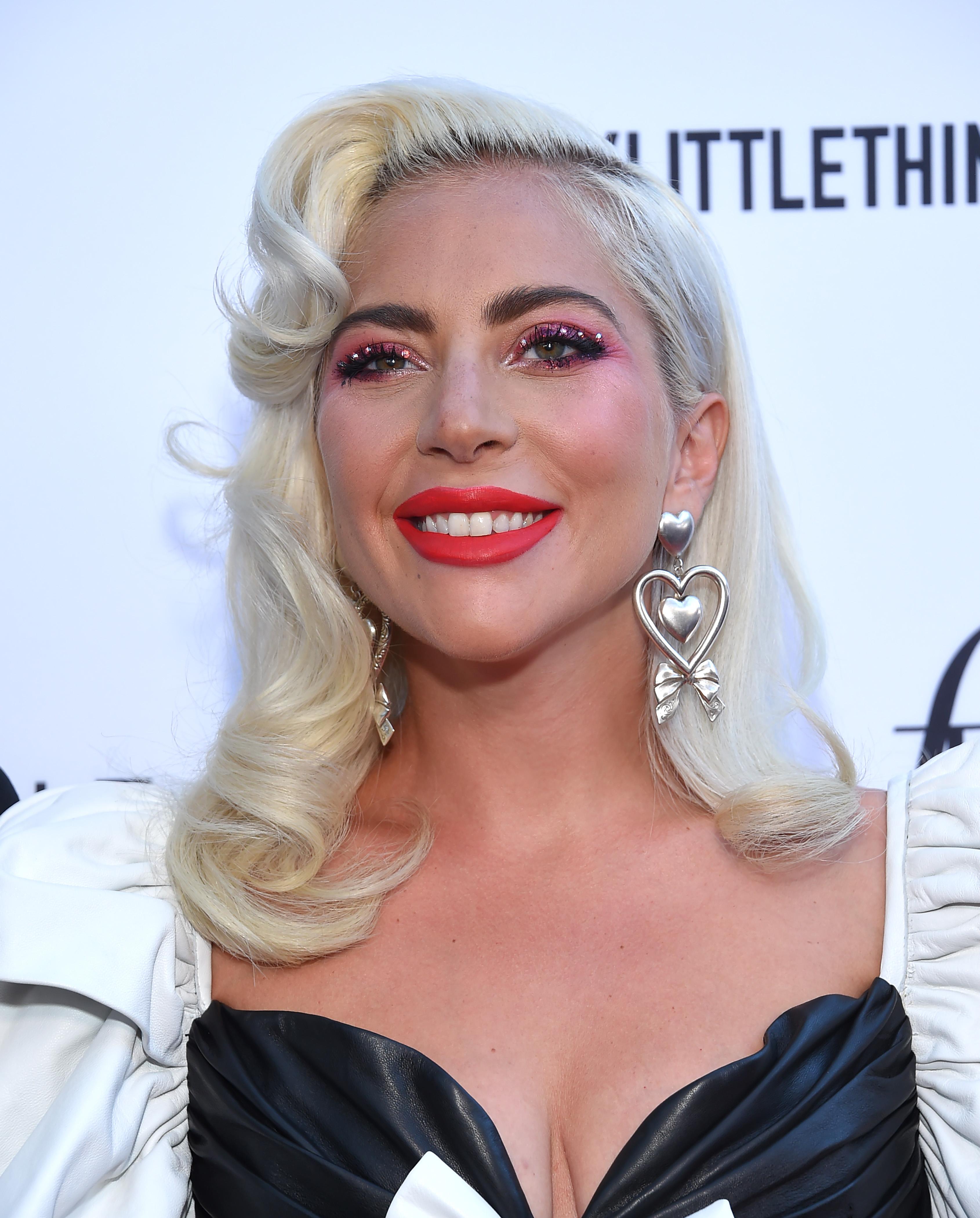 H Lady Gaga κυκλοφορεί νέα παλέτα μακιγιάζ και την ταιριάζει με το… νέο της άλμπουμ!