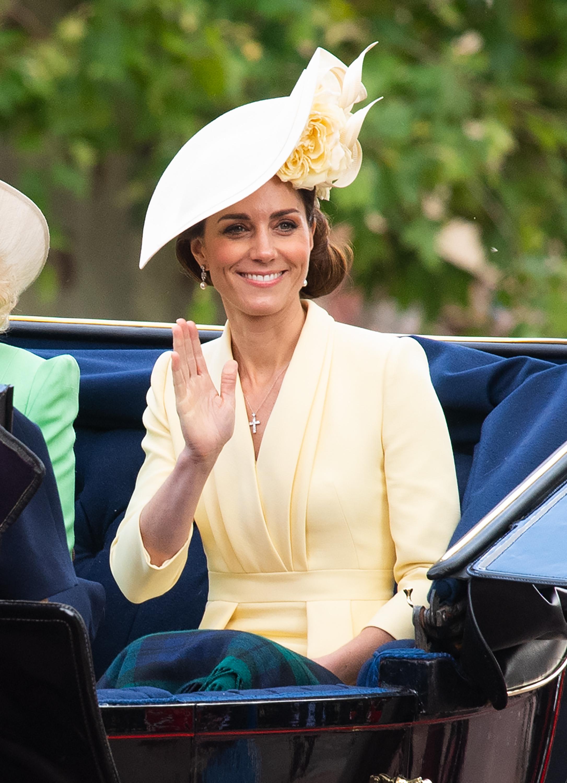 Η Kate Middleton με βασιλικά… beach waves!