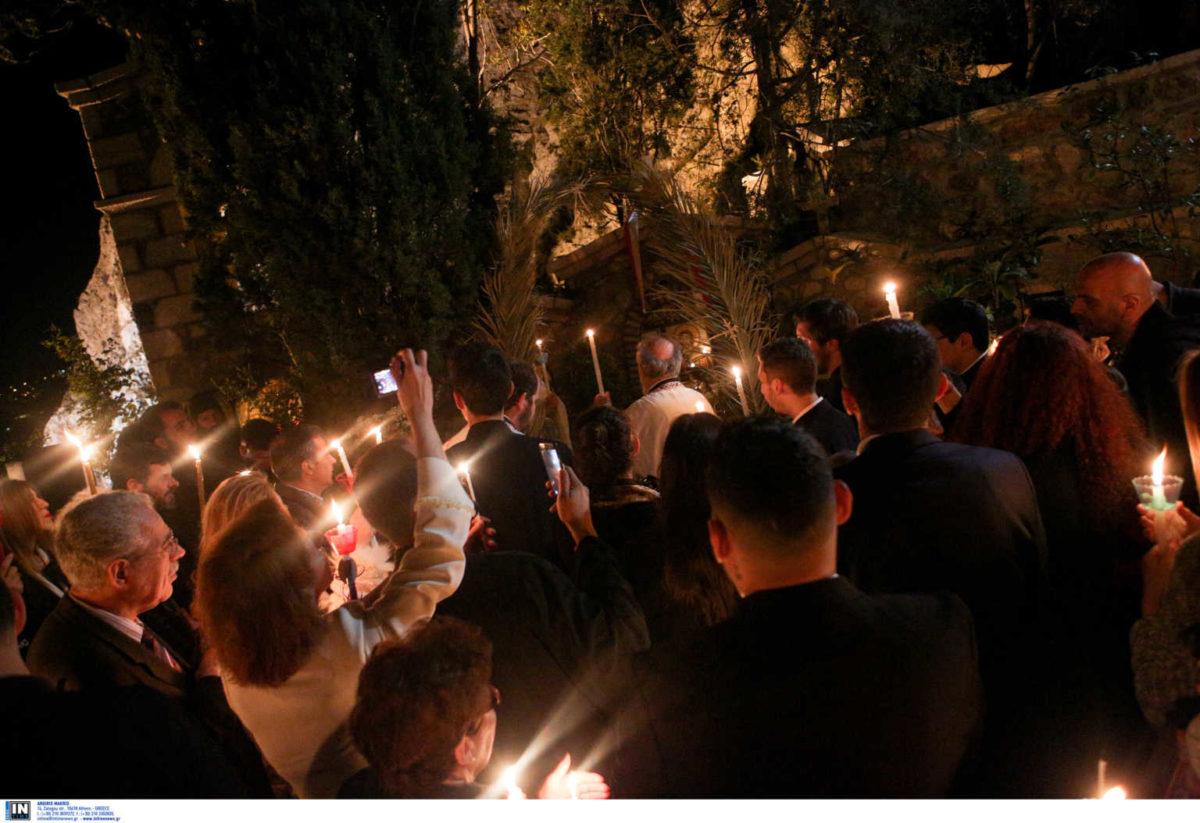 Έτσι θα γίνει απόψε η Ανάσταση – Στις εκκλησίες το Άγιο Φως | tlife.gr
