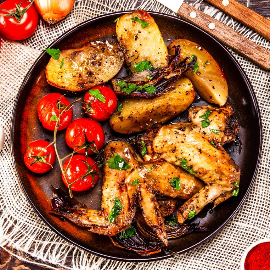 Συνταγή για φτερούγες κοτόπουλου με λαχανικά στο φούρνο