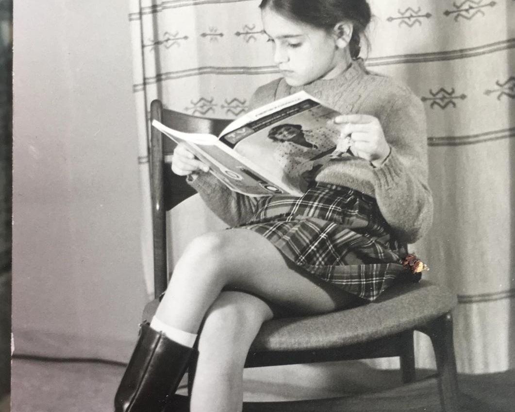 """Η """"σικάτη"""" νεαρή κυρία της φωτογραφίας είναι σήμερα διάσημη ελληνίδα ηθοποιός!"""