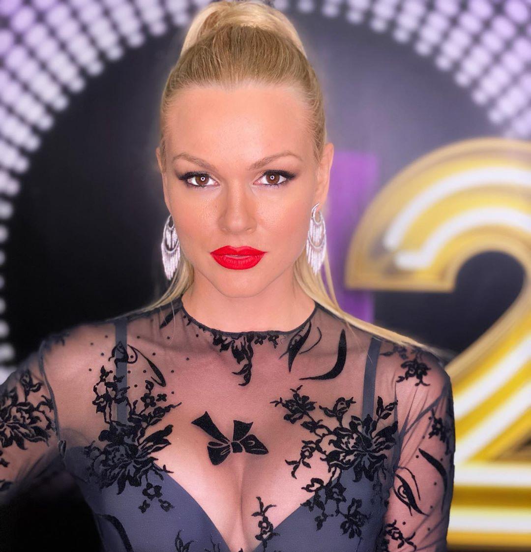 J2US: Είμαστε σίγουροι ότι θες να δεις ολόκληρη την… διάφανη φόρμα της Βίκυς Κάβουρα! [pics] | tlife.gr