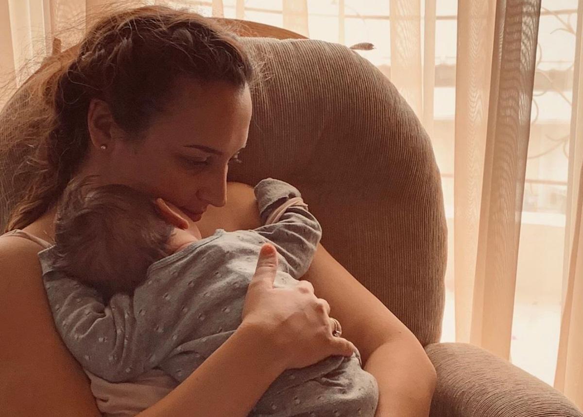 Κλέλια Πανταζή: Μας δείχνει πόσο μεγάλωσε ο 5 μηνών γιος της! [pic]