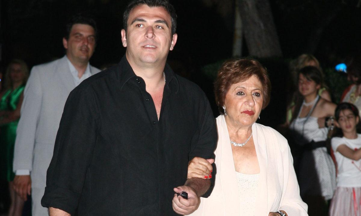Αντώνης Ρέμος: Οι ευχές και η συγκινητική φωτογραφία της κόρης και της  μητέρας του που γιορτάζουν!   tlife.gr