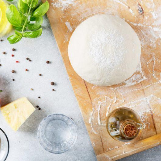 Συνταγή: Ζύμη για πίτσα με 5 υλικά | tlife.gr