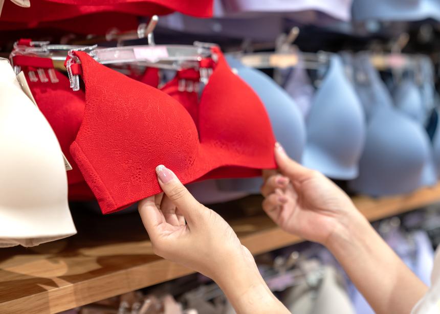 Πλάτη έξω, βαθύ ντεκολτέ, off shoulder tops: Τι σουτιέν να φορέσω;