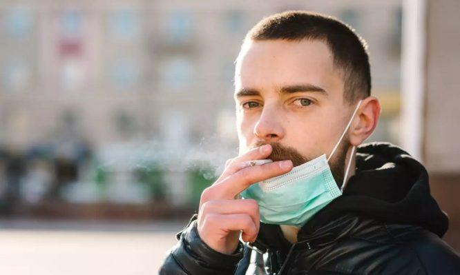 Κορωνοϊός: Οι καπνιστές νοσούν βαρύτερα και μπορεί να χρειαστούν εισαγωγή σε ΜΕΘ | tlife.gr