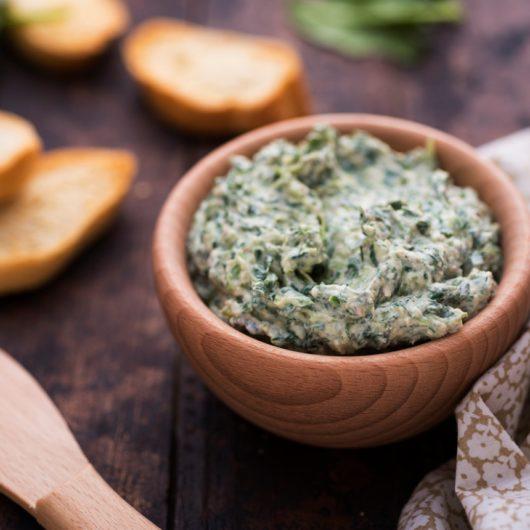 Συνταγή για κρεμώδες ντιπ με σπανάκι | tlife.gr