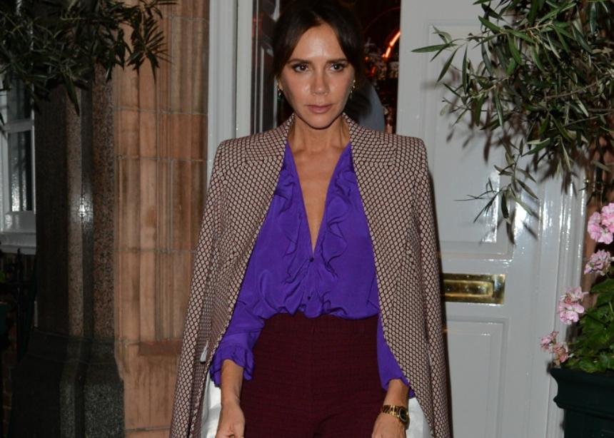 Tι φοράει η Victoria Beckham όταν δουλεύει από το σπίτι; | tlife.gr