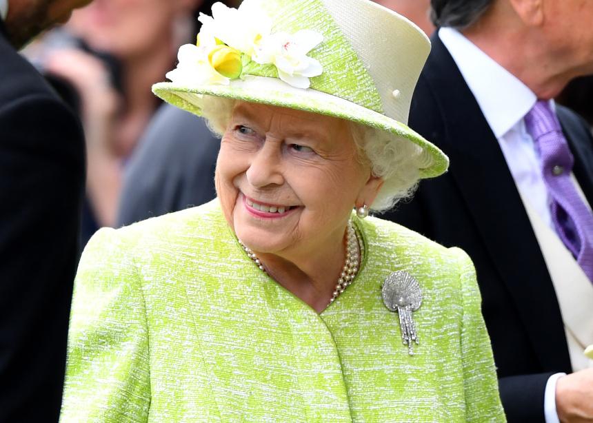 Τι φόρεσε η Βασίλισσα Ελισάβετ για τα γενέθλια του συζύγου της!