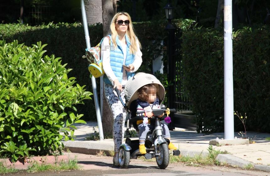 Μαρία Λουίζα Βούρου: Βόλτες με τον μονάκριβο γιο της στα βόρεια προάστια! Φωτογραφίες