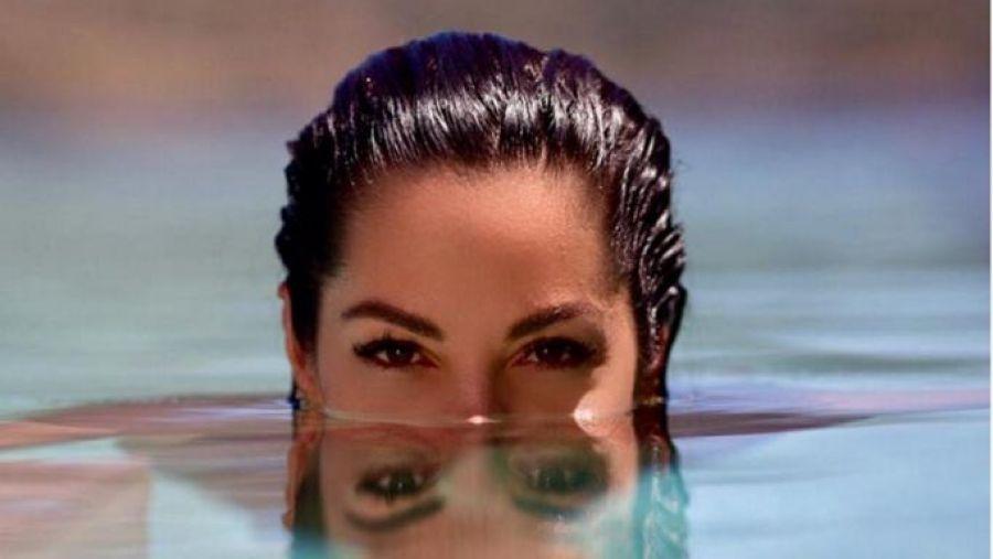 Μαριάντα Πιερίδη: Ποζάρει με μαγιό στην παραλία και εντυπωσιάζει με το καλλίγραμμο κορμί της!