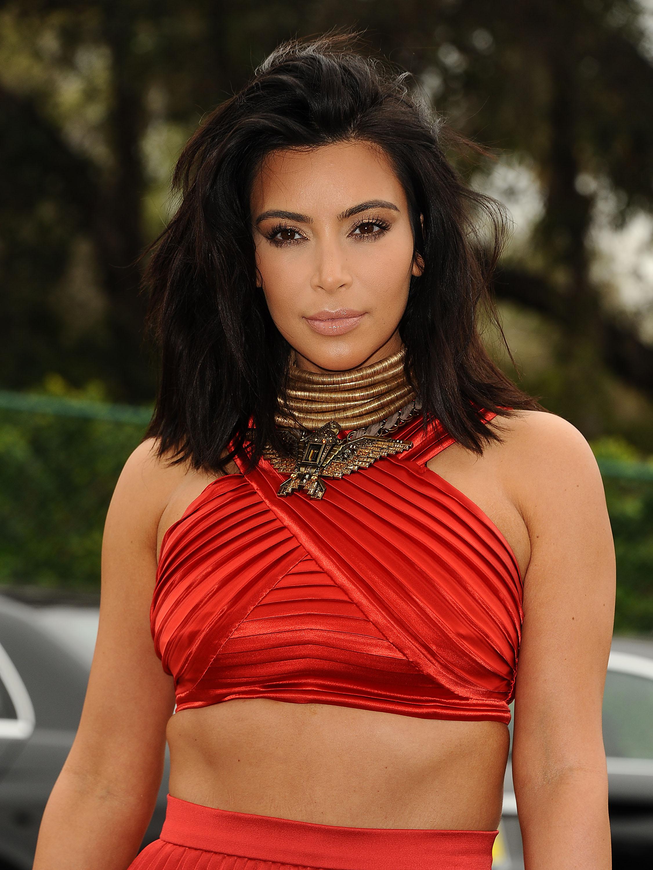 Beauty alert! Η Kim Kardashian έχει κόκκινα μαλλιά και δεν είναι περούκα!