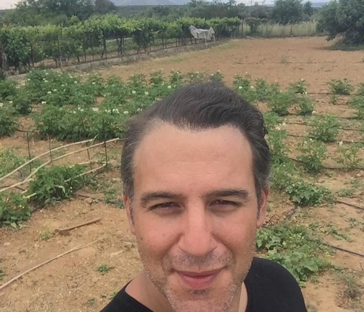 Θάνος Τζάνης: Έγινε αγρότης και ξενοδόχος στην Εύβοια, ο γνωστός τραγουδιστής! [pics] | tlife.gr
