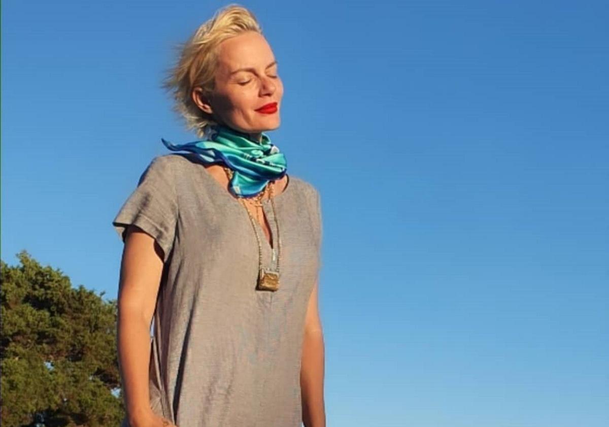 Έλενα Χριστοπούλου: Βραδινή βόλτα στη θάλασσα στα Κουφονήσια [Pic]