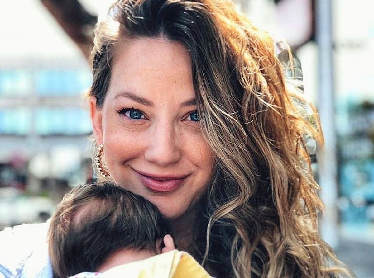 Εύα Τσάχρα: Μας δείχνει το σώμα της 2,5 μήνες μετά τη γέννηση της κόρης της [pic]