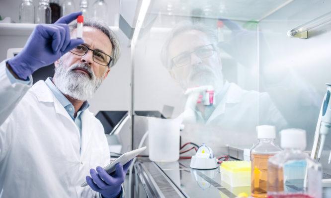 Με το σταγονόμετρο εισάγονται στην Ελλάδα οι νέες καινοτόμες θεραπείες | tlife.gr