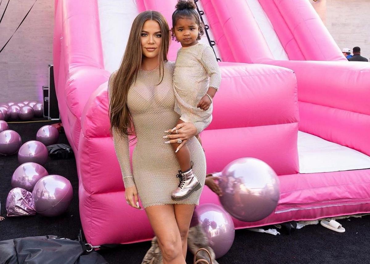 Η Khloe Kardashian έγινε 36! Η υπερπαραγωγή διακόσμηση στο πάρτι της και η εντυπωσιακή τετραώροφη τούρτα της [pics]