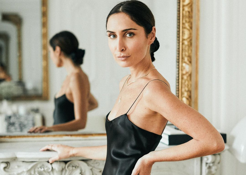 Πως να φορέσεις το μαύρο lingerie φόρεμα με στιλάτο τρόπο | tlife.gr
