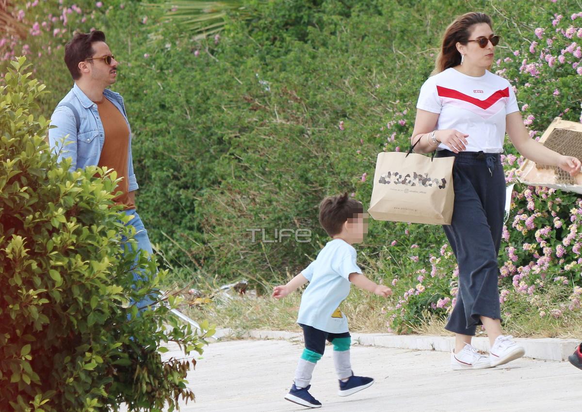 Δημήτρης Μακαλιάς – Αντιγόνη Ψυχράμη: Παιχνίδια με τον γιο τους στην Πλατεία Νερού! [pics]