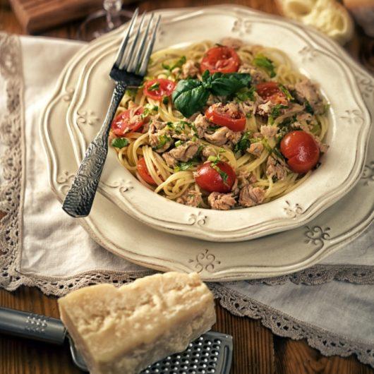 Συνταγή για λαχταριστή μακαρονάδα με τόνο και βασιλικό | tlife.gr
