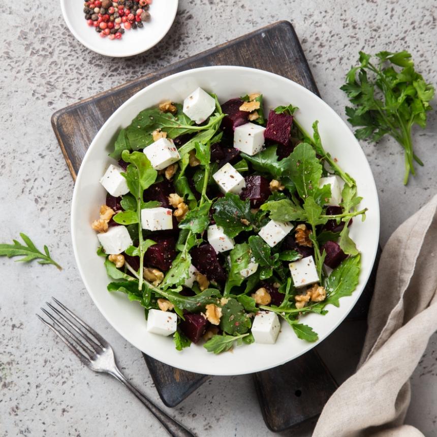 Συνταγή για δροσερή σαλάτα με παντζάρι και φέτα