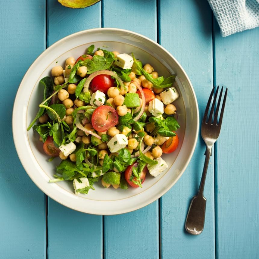 Συνταγή για μεσογειακή σαλάτα με ρεβίθια