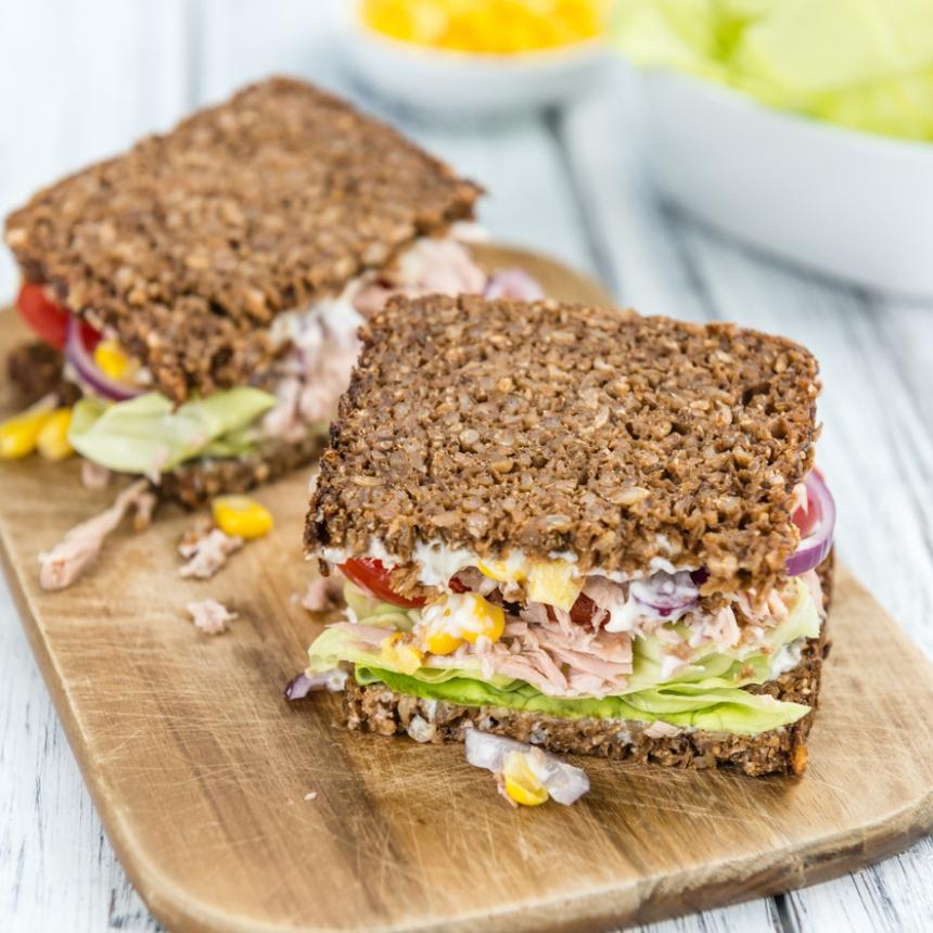 Συνταγή για δροσερό σάντουιτς με τονοσαλάτα
