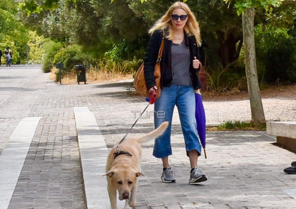 Σμαράγδα Καρύδη: Βόλτα με τον αγαπημένο της σκύλο, Γιάννη, κάτω από την Ακρόπολη! [pics] | tlife.gr