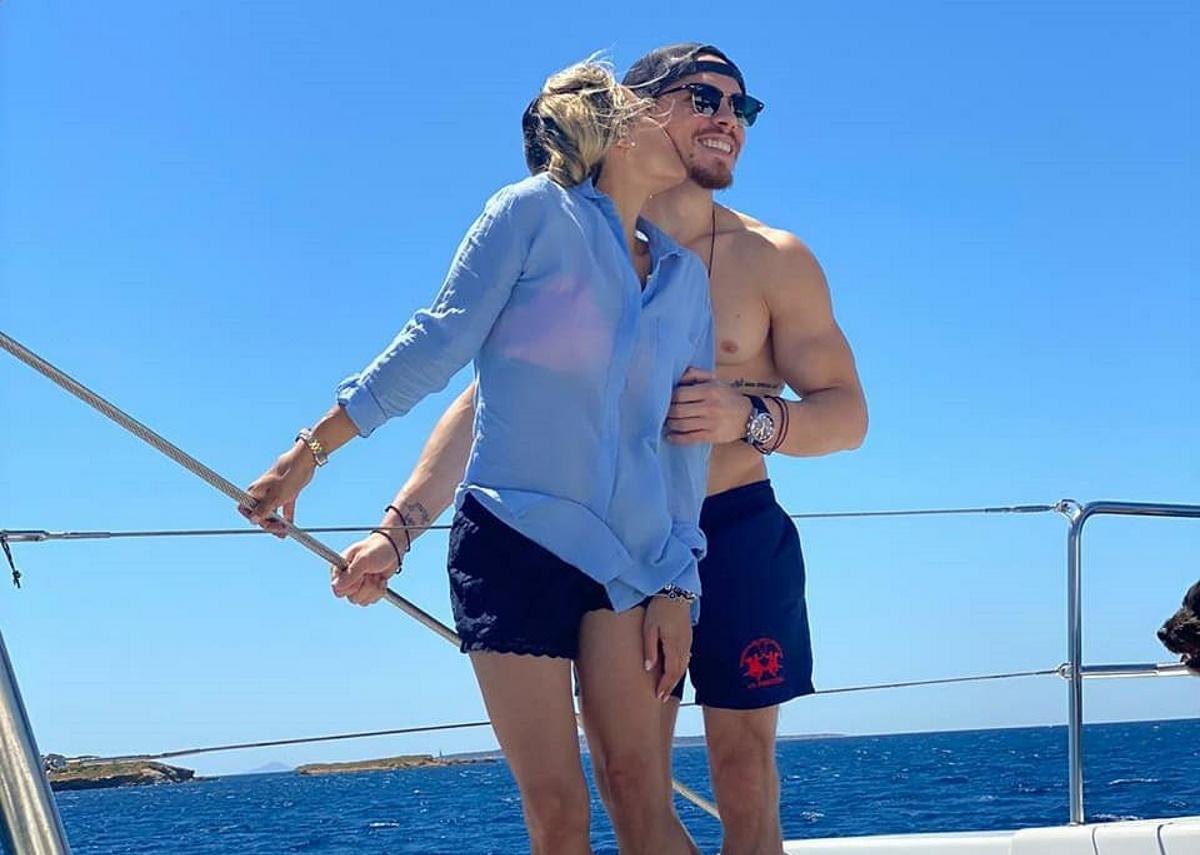 Βασιλική Μιλλούση – Λευτέρης Πετρούνιας: Βόλτα με σκάφος στο Αιγαίο για το ζευγάρι! [pics]