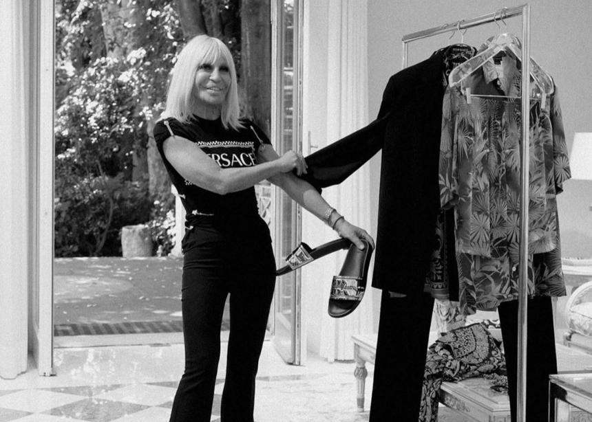 Το νέο fashion project της Donatella Versace με διάσημους καλεσμένους!