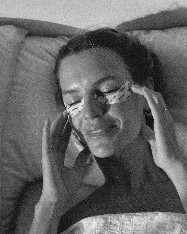 Τελικά ποια είναι η σωστή μεριά να φοράς τα eye patches; Το λεπτό σημείο στην εσωτερική ή την εξωτερική γωνία;