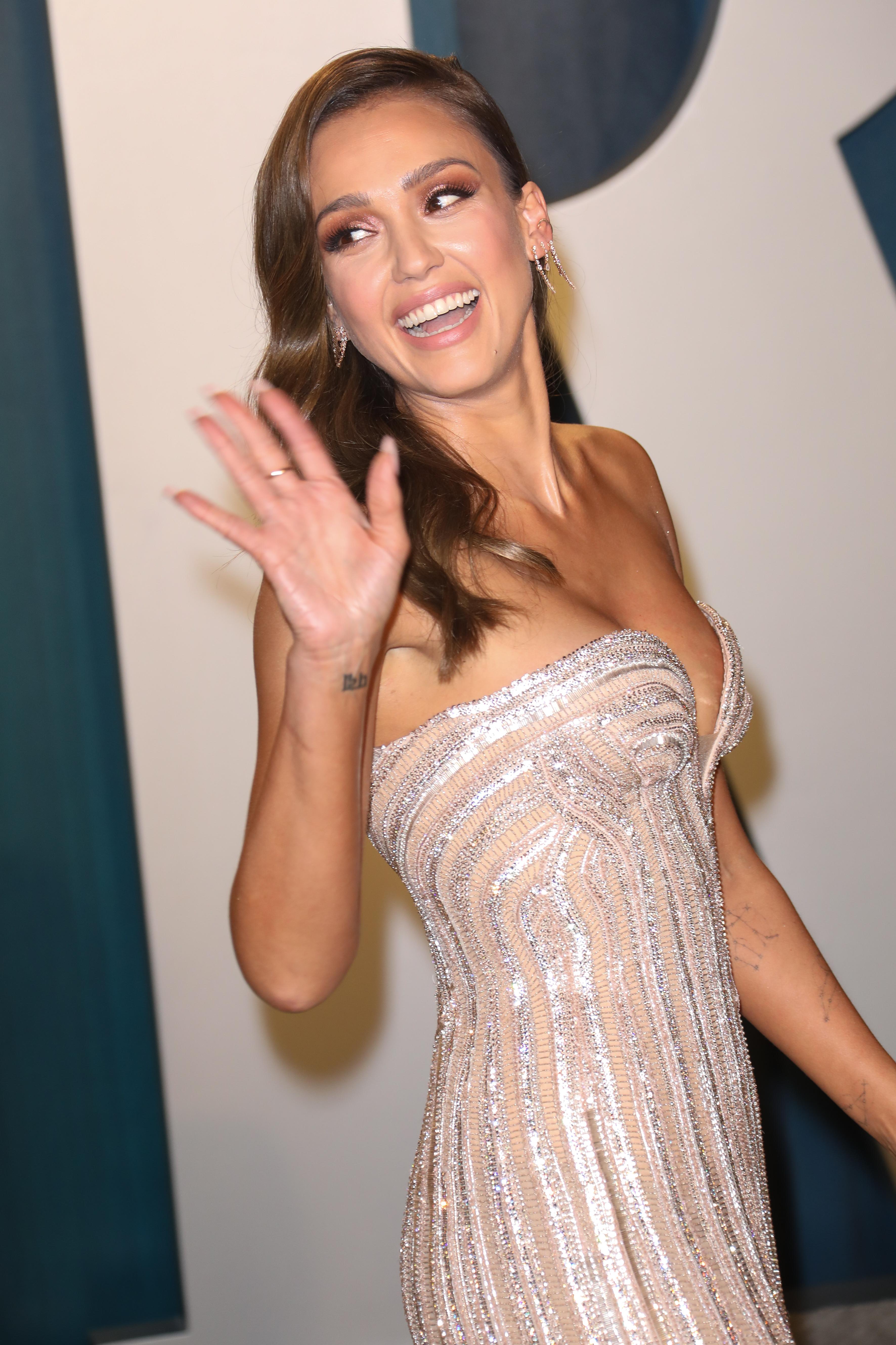 Δεν ξέρεις τι μανικιούρ να κάνεις στο επόμενο ραντεβού σου; Η Jessica Alba σου έχει πρόταση!