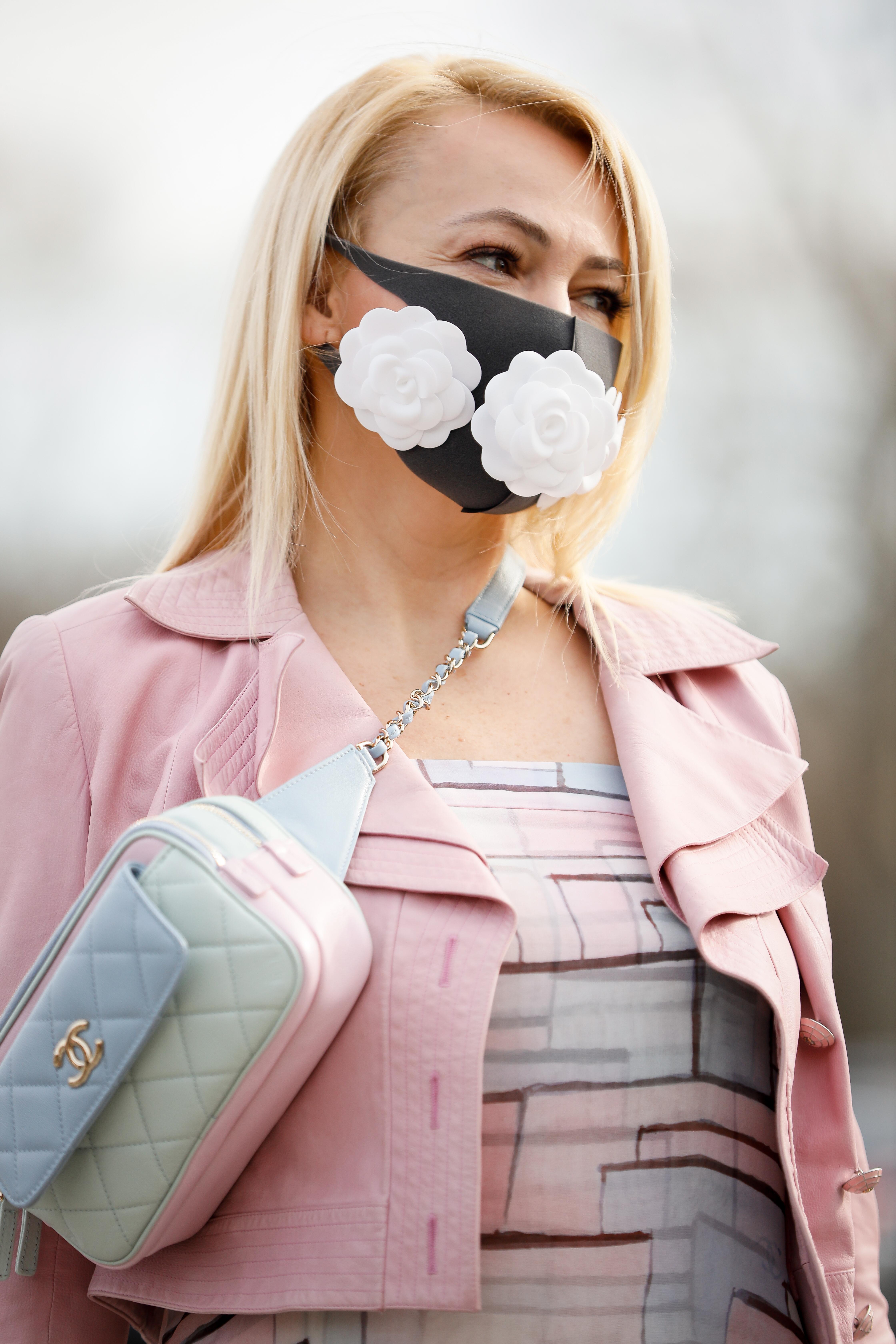 Φοράς μάσκα; Η Hilary Duff σου δείχνει το τέλειο μακιγιάζ γι'αυτό!