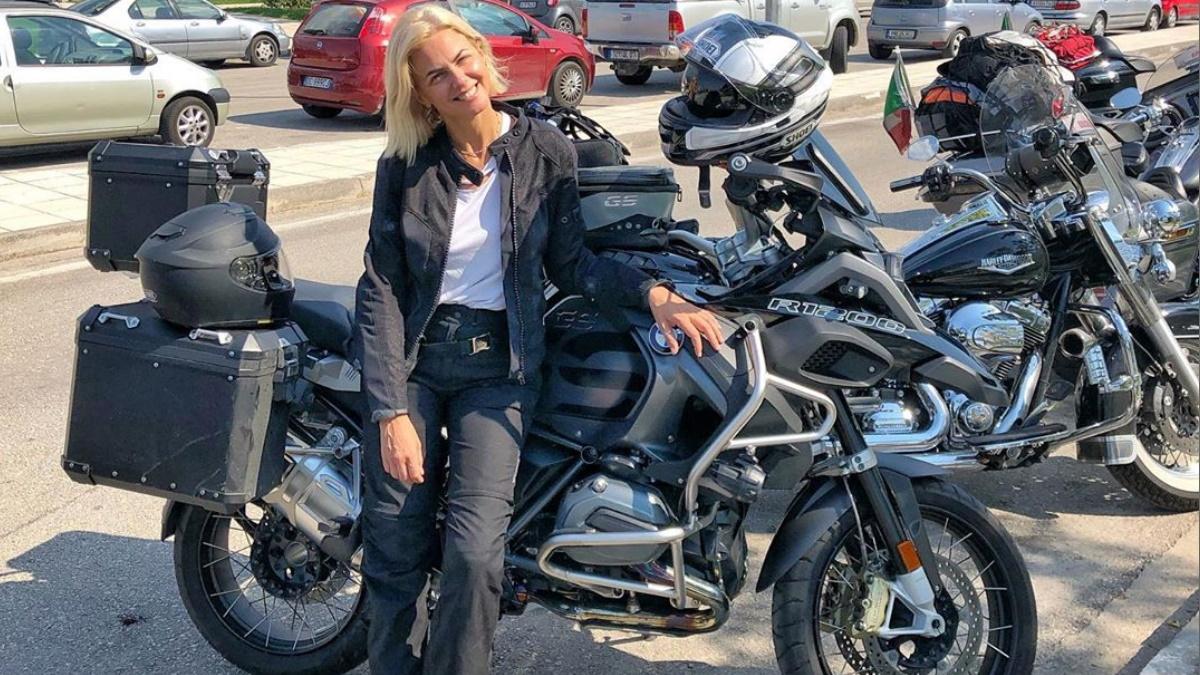 Χριστίνα Κοντοβά – Τζώνη Καλημέρης: Διακοπές σε… δύο τροχούς για το ερωτευμένο ζευγάρι!
