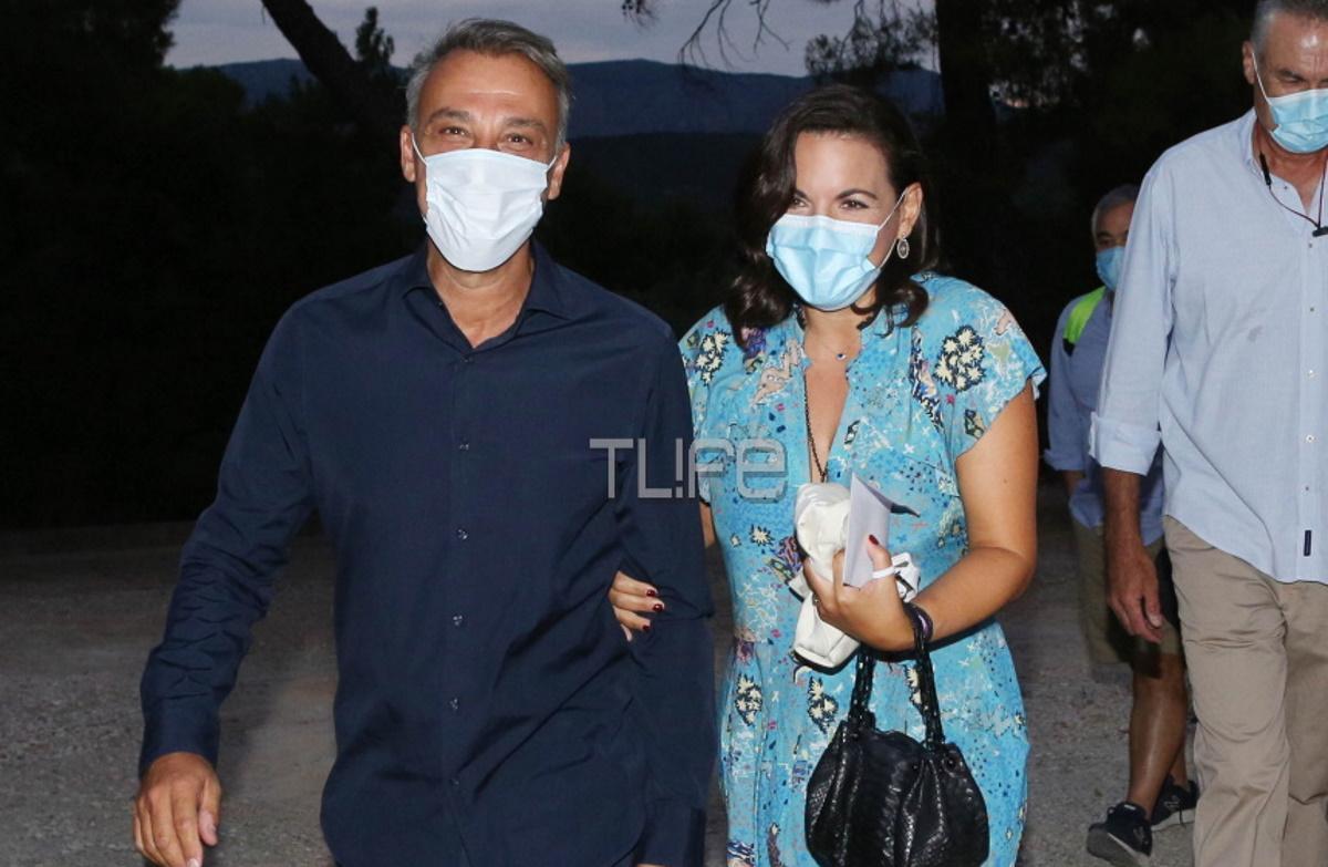 Όλγα Κεφαλογιάννη – Μίνως Μάτσας: Αγκαζέ σε βραδινή τους έξοδο στην Επίδαυρο, φορώντας μάσκες προστασίας! Φωτογραφίες