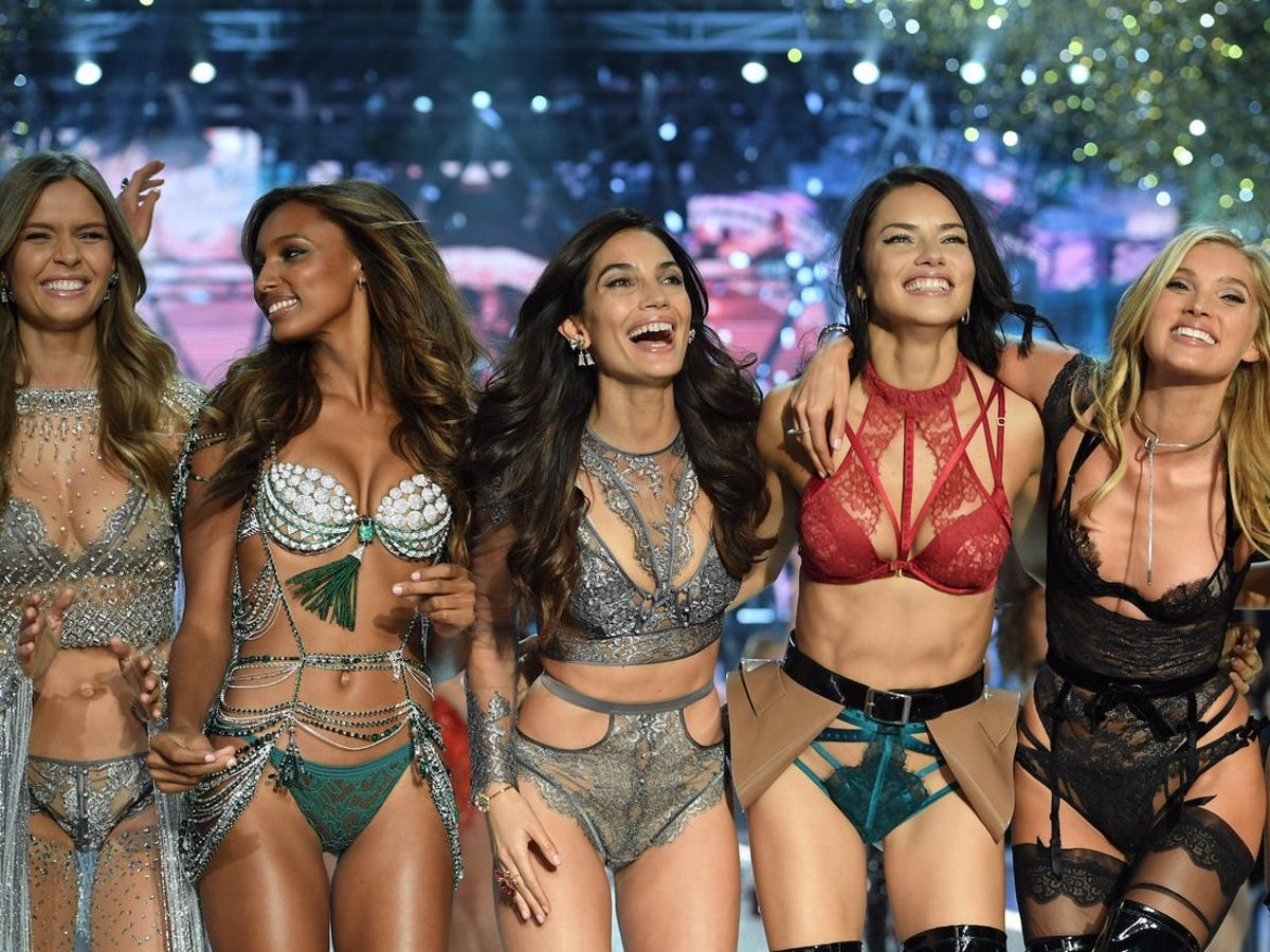 Ξεσήκωσαν την Μύκονο τα κορίτσια της Victoria Secret! Video   tlife.gr